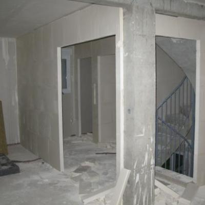 Escalier/Dégagement RdJ: Plâtrerie en cours